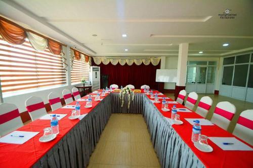 Happy Hotel, Sagaing