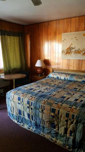 Spanish Creek Motel, Plumas
