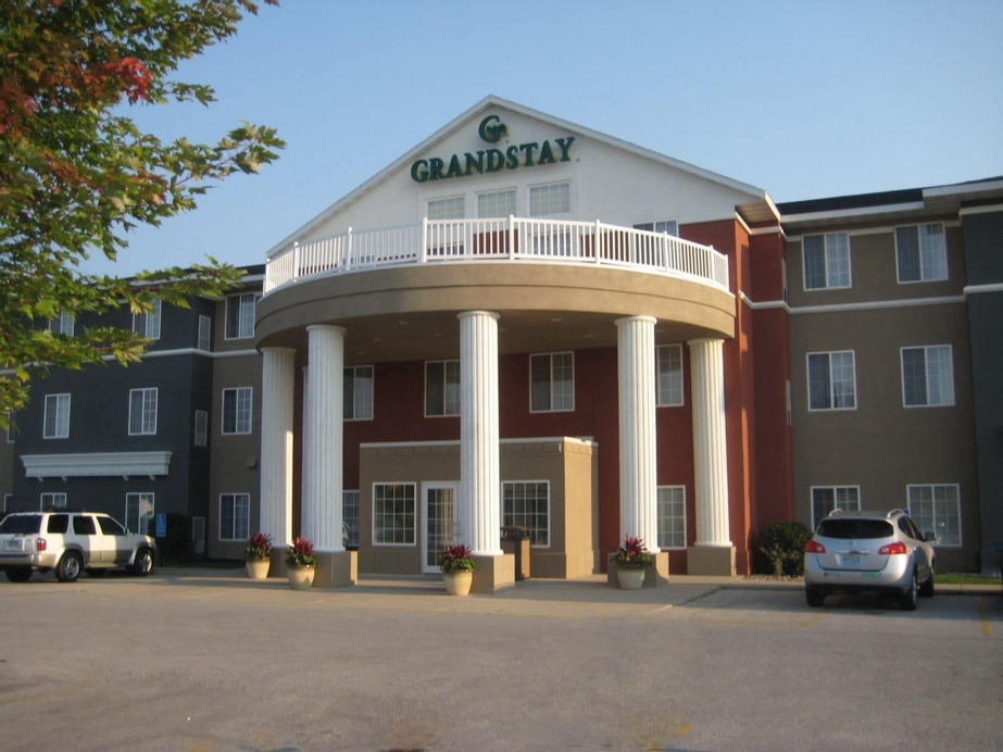 GrandStay Hotel & Suites, Story