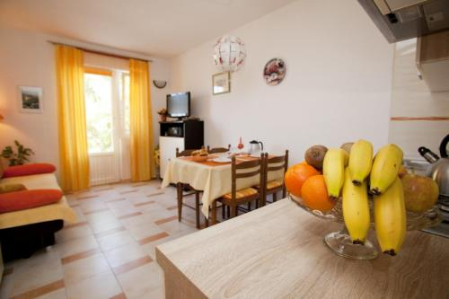 Apartments Vrbnik (879), Vrbnik