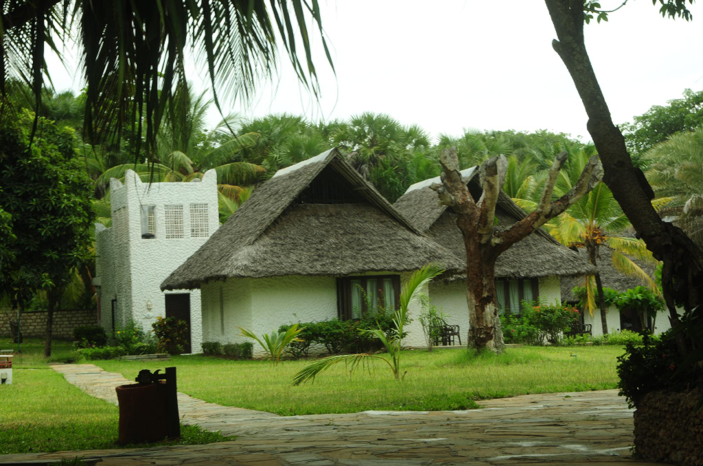Jacaranda Indian Ocean Beach Resort, Msambweni