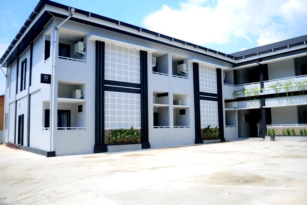 OYO Life 2111 Westville, Pekanbaru