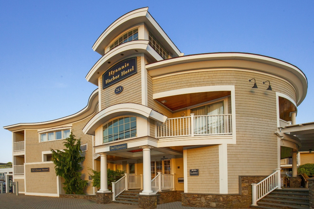 Hyannis Harbor Hotel, Barnstable