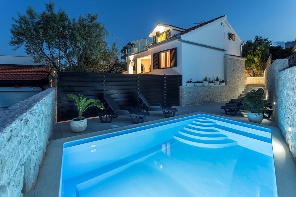 Villa Desire, Marina