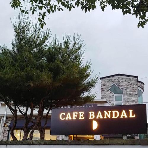 Bandal Stay, Hadong