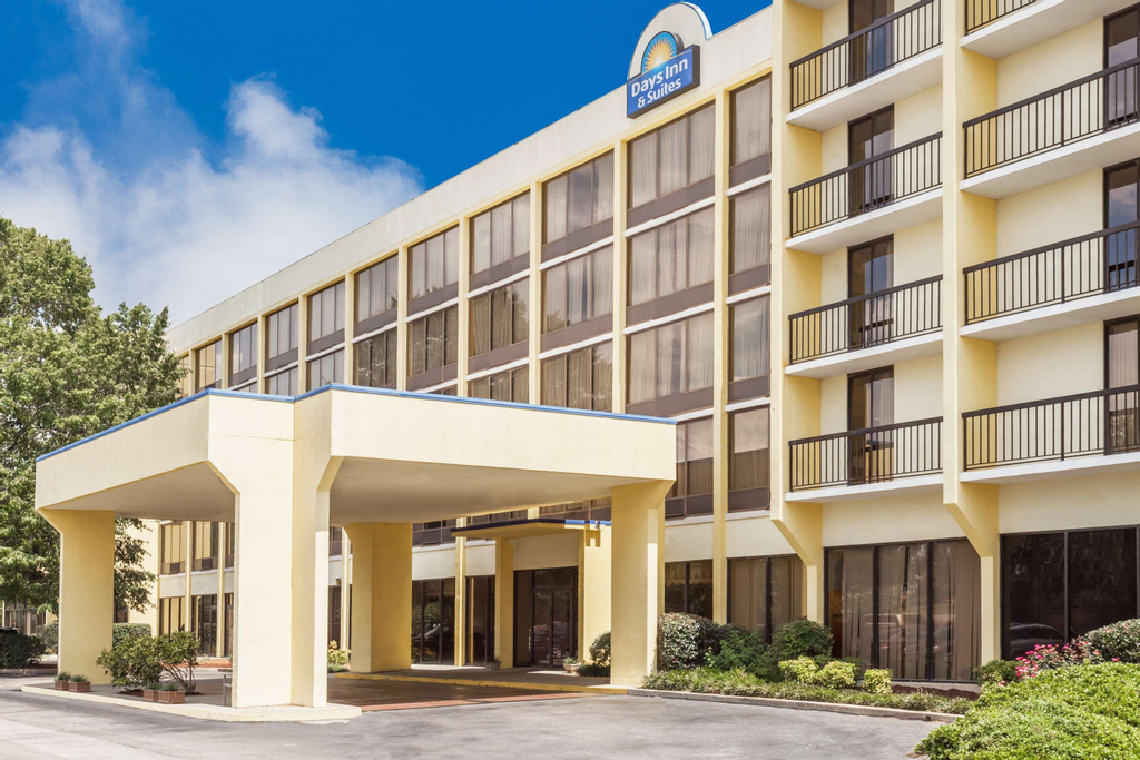 Days Inn & Suites by  SE Columbia Ft Jackson, Lexington