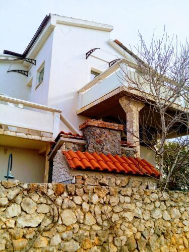 Sea view apartaments, Vir