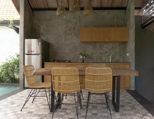 D'Batan Kendal Studio, Badung