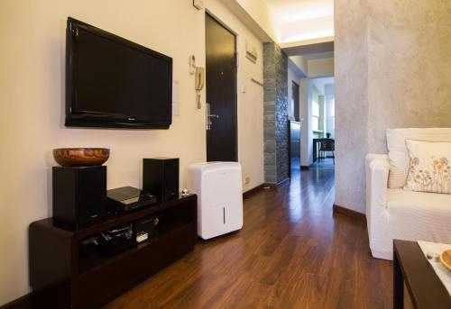 Kennedy Town - Fully Furnished Apartment - 3 mins walk to MTR, near HK university, Central and Western