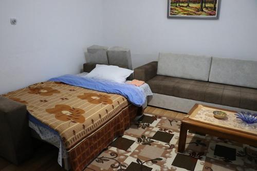 Ana Guesthouse Rehove, Kolonjës
