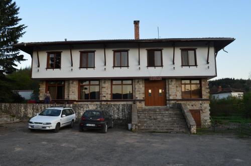 Къща за гости с.Ярловци,гр.Трън, Tran