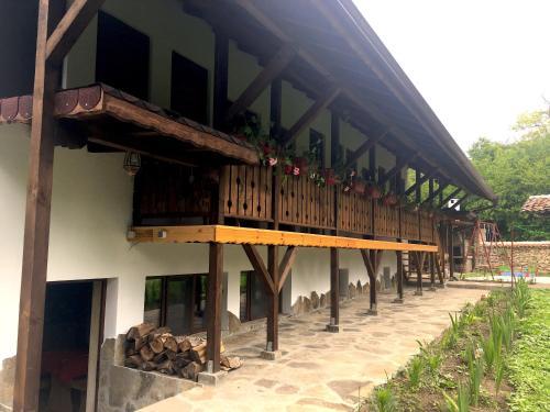 """Къща за гости """"Крушунско ханче"""", Letnitsa"""