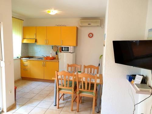 Apartments MARKO-Sevid, Marina