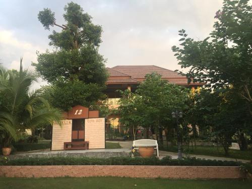 The Organery Retreat, Muak Lek