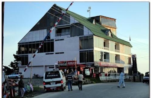 Daisy Dot Hotel, Hazara