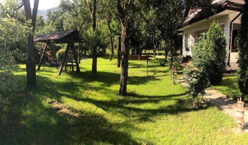 Vila Lila, Isverna