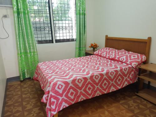 OMG Guest House room for 2, Samal City