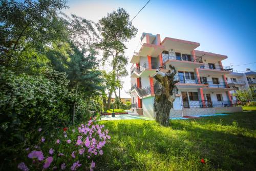 Apart-Hotel Mali, Lushnjës