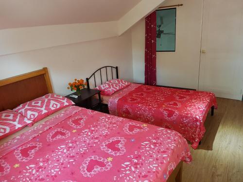 OMG Guest House room for 3 Overhanging, Samal City