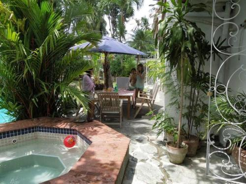 BF Homes International House for rent with pool and Jacuzzi, Las Piñas