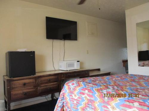 Palomino Motel, Quay