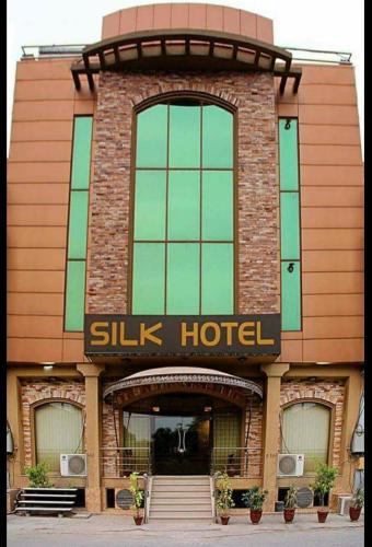 Silk Hotel, Faisalabad