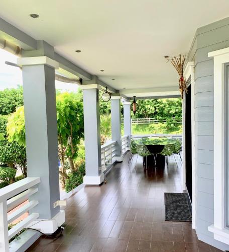 Tagaytay house with full terrace, Tanauan City