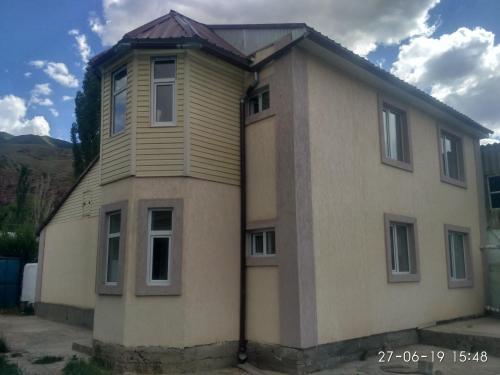 Гостевои дом Аимолмол, Naryn