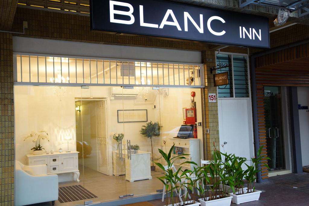 Blanc Inn, Rochor