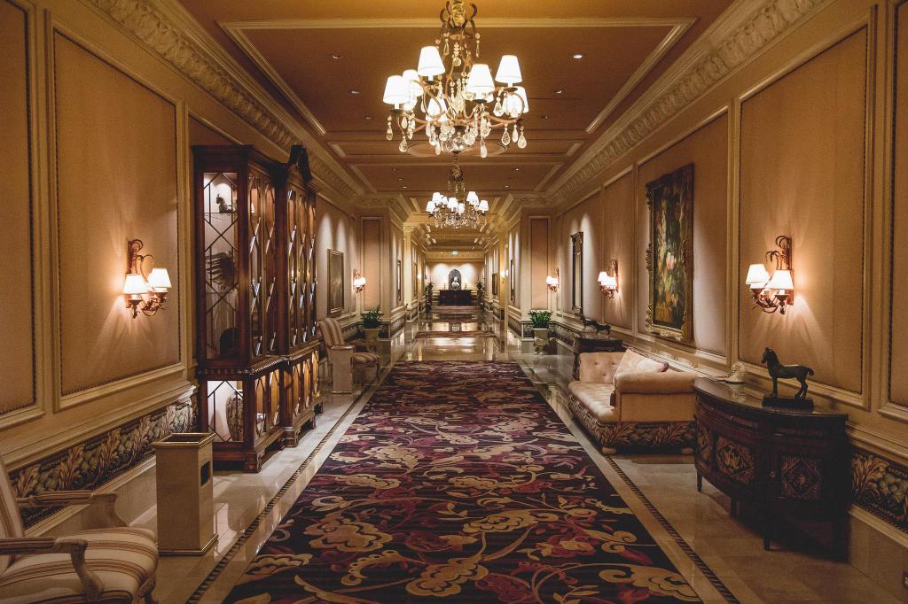 The Mirage Hotel, Clark