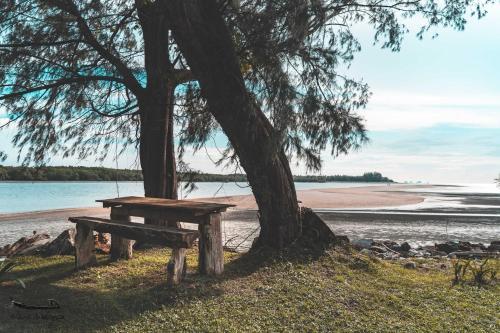 Nava Nelayan, Thung Wa
