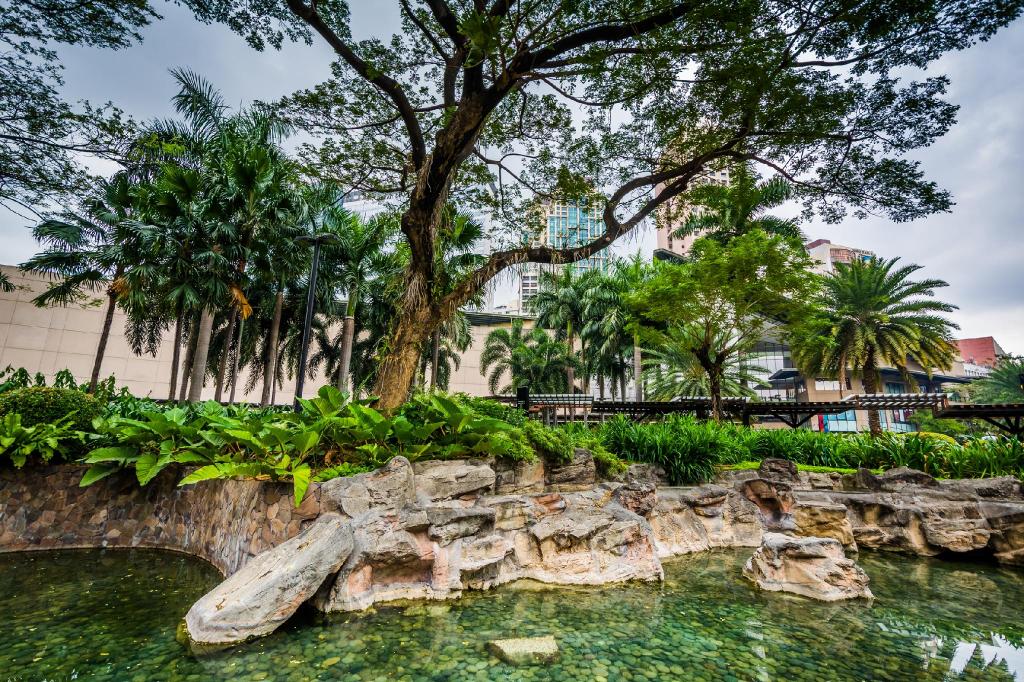 Tivoli Gardens Hotel, Mandaluyong