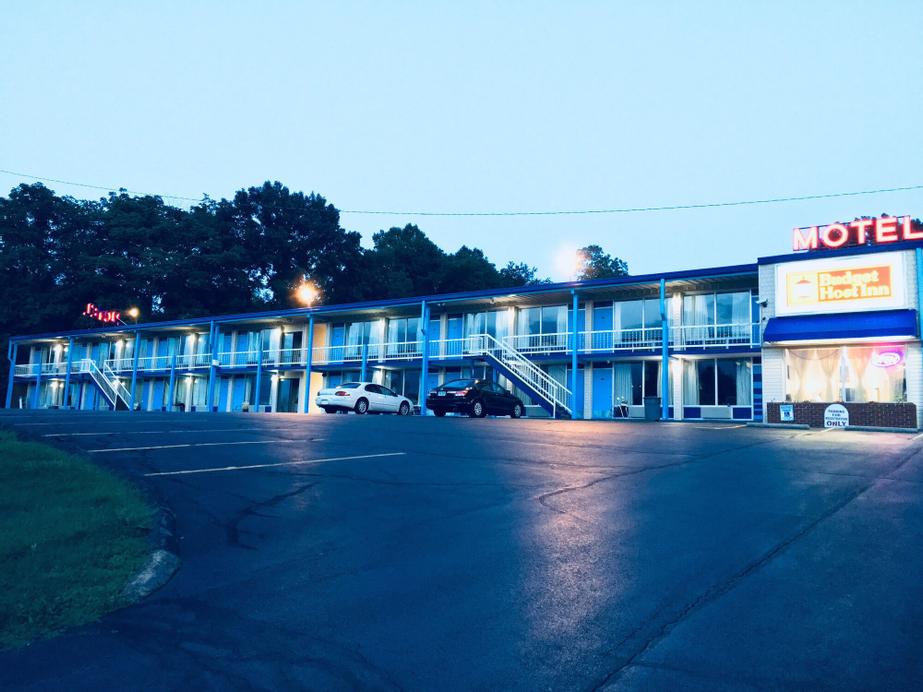 Budget Host Inn, Wythe