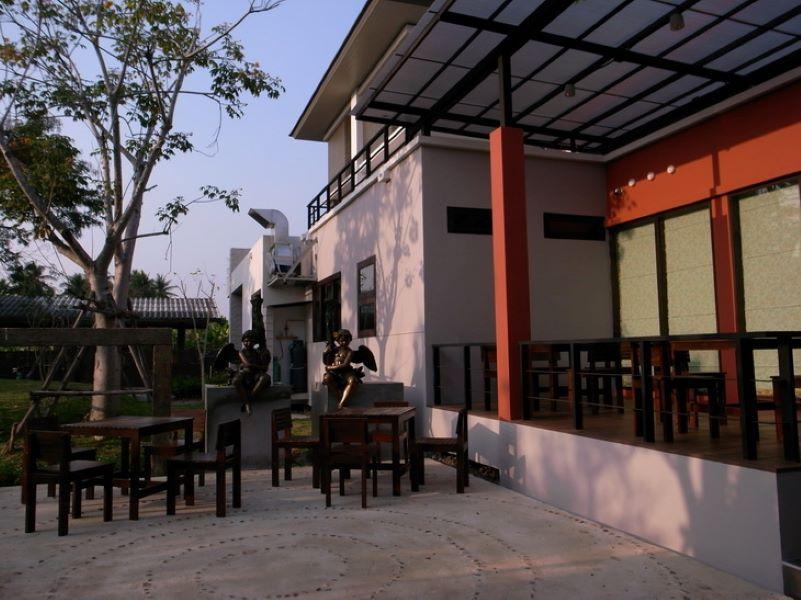 Varee Manust Resort, Bang Khon Ti