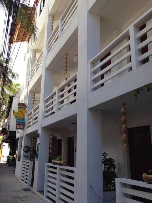8Colors Beach House, Malay