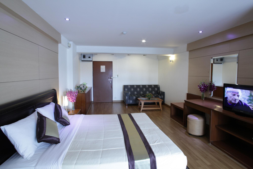 Nana Tai Suite, Khlong Toey