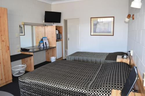 Black Diamond Motel, Duaringa