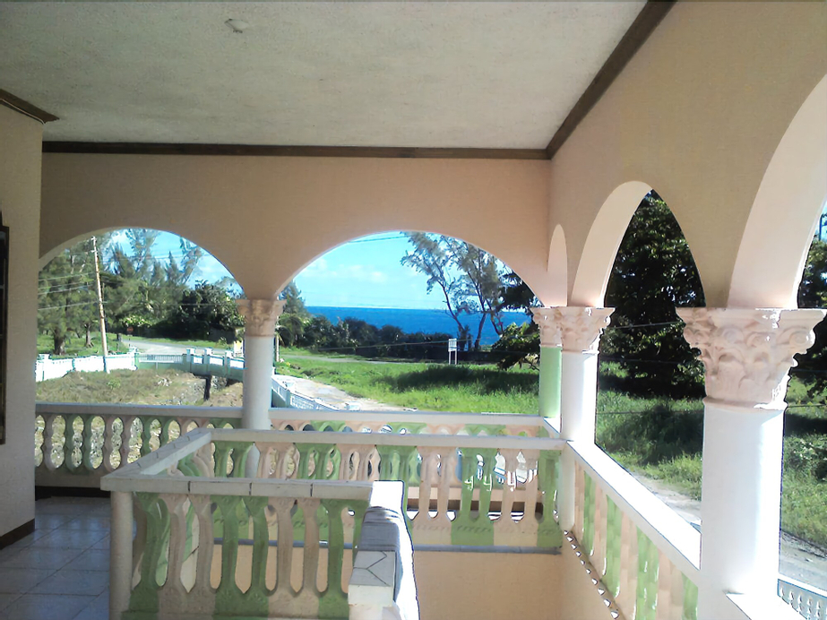 Dolphin Bay Yoga Guest House,