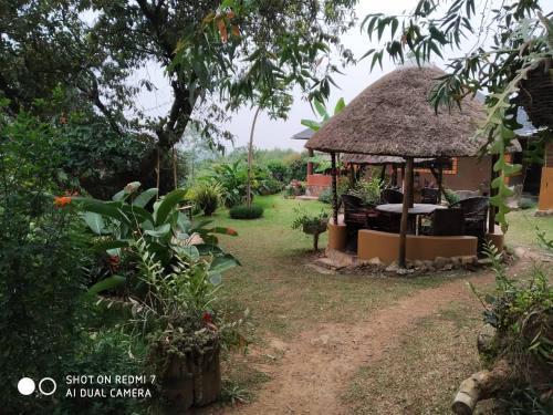 Nyore Hillside Retreat, Rwampara