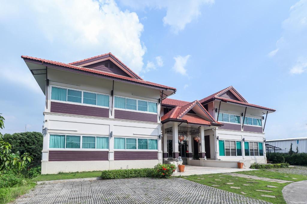 OYO 360 De Phunchai Hometel,lamphun, Muang Lamphun