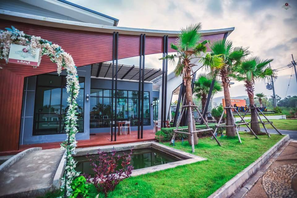 Saint Tropez Resort, Tha Mai