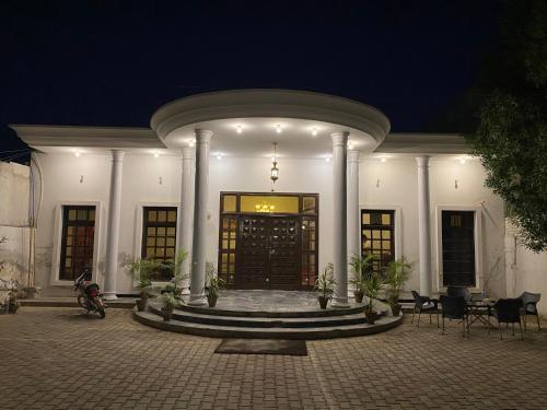 Alinas Hotel, Bahawalpur