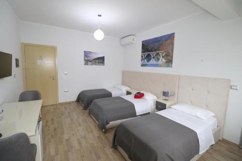Hotel Aulona, Fierit