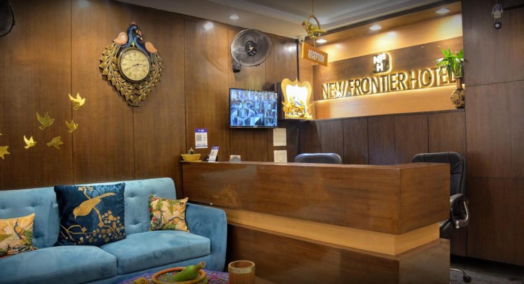 New Frontier Hotel , West