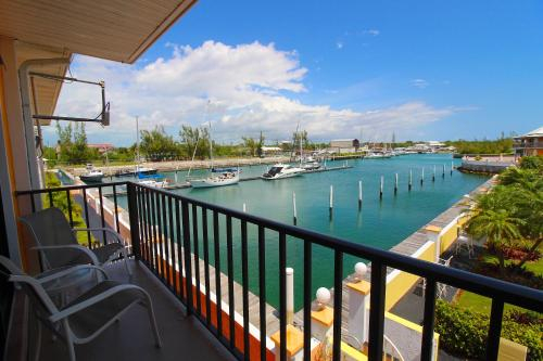 Running Mon Sunrise Resort and Marina by KEES Vacations,