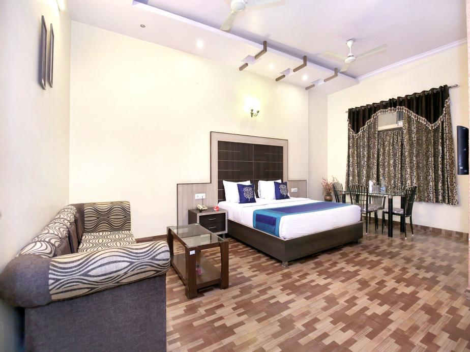 OYO 10111 Hotel Roopa International, Amritsar