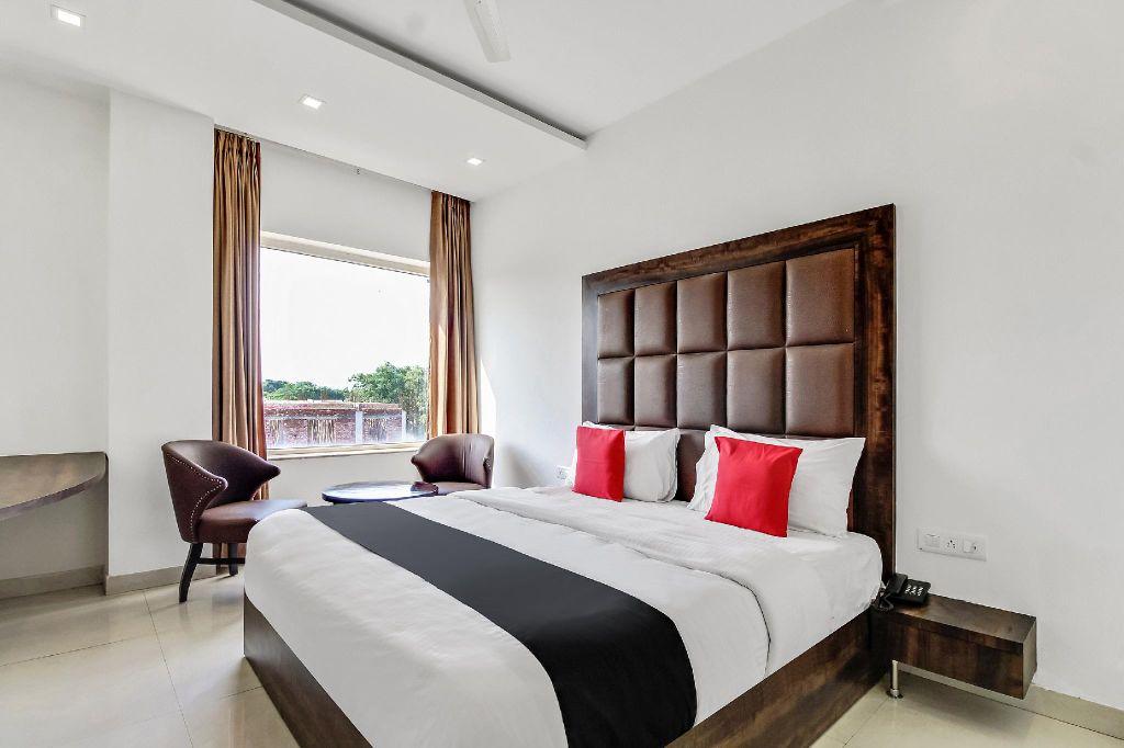 Capital O 47765 Hotel Royal Palace, Hapur