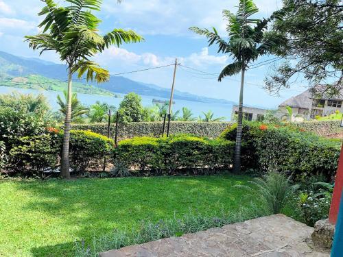 Palm Garden Resort, Rutsiro