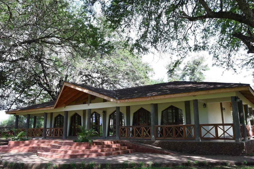 Hunters Lodge, Kibwezi West