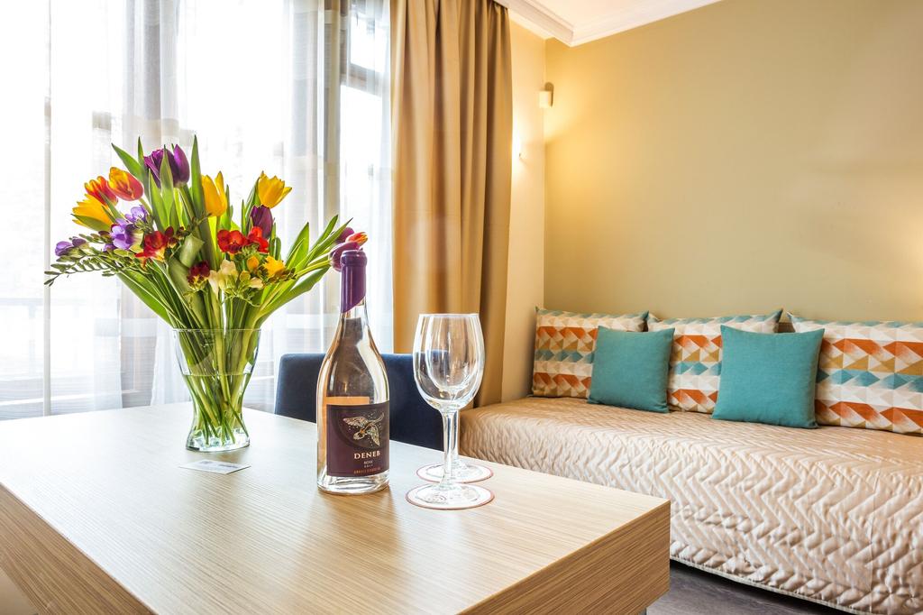 Hotel Geneva, Stolichna